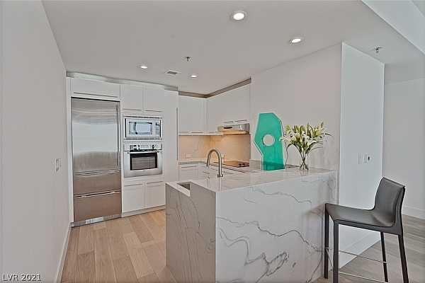 Photo #5 Kitchen with stainless steel appliances