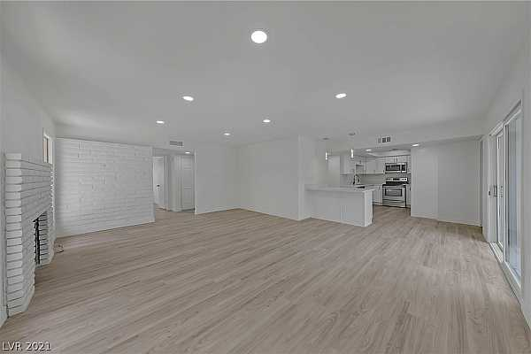 Photo #9 High ceilings with recessed lighting