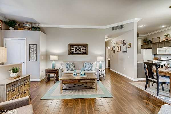 Photo #8 Upgrades Include 10FT Ceilings, Tile Floors, Upgra