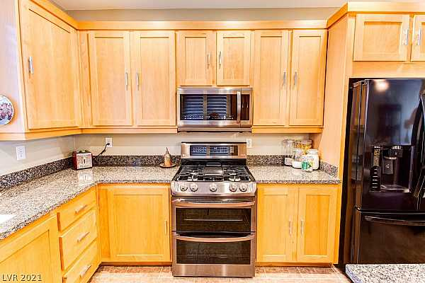 Photo #11 What a spacious Kitchen in this nicely laid out to